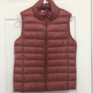 NWT | Uniqlo | rose ultra light down vest